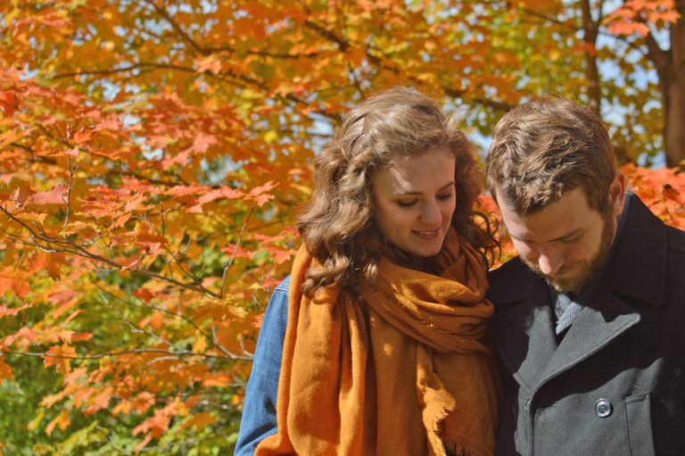 fall-photography-couple-hfdh